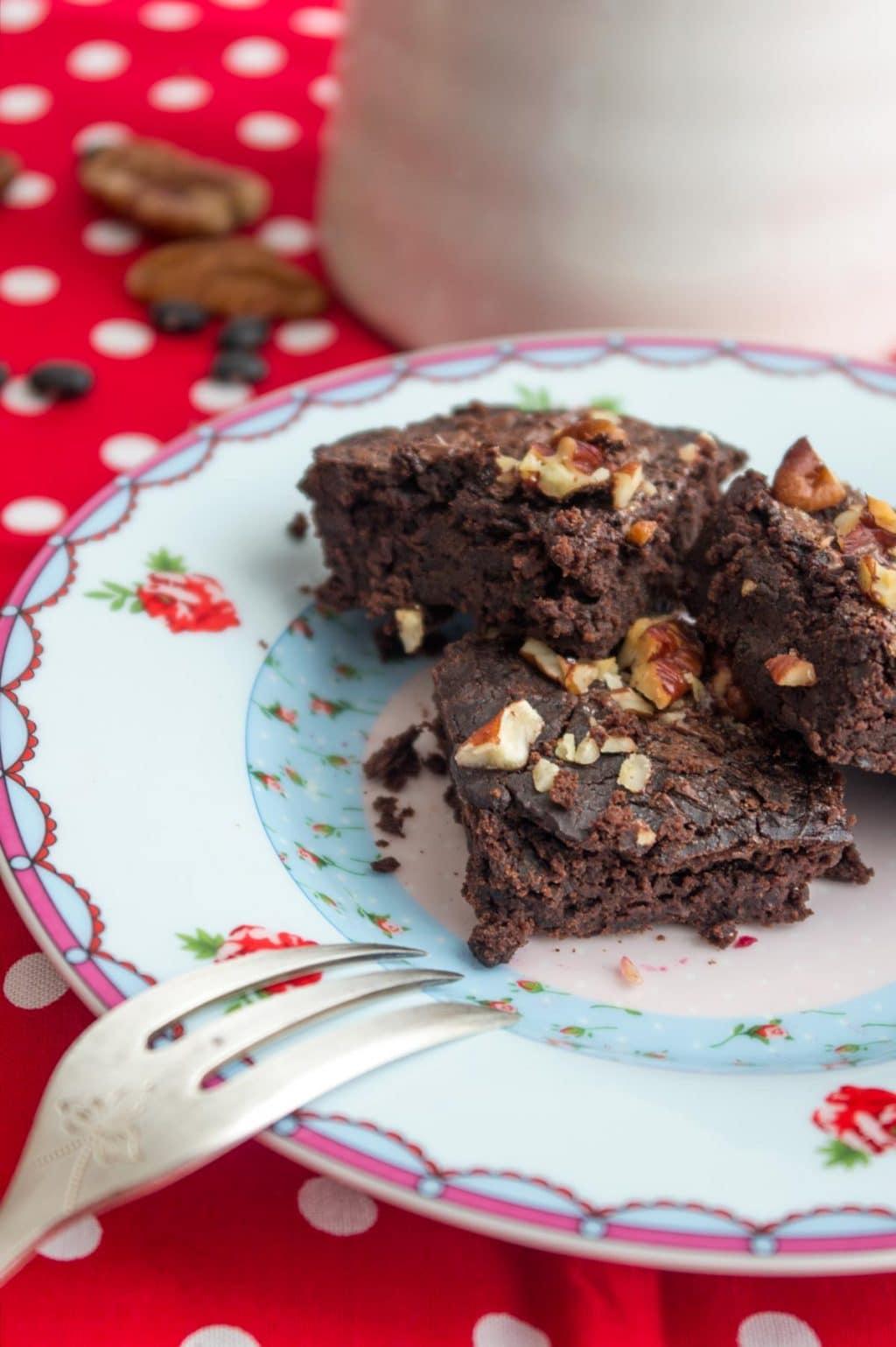 Black Bean Brownies - super lecker, kalorienarm, schokoladig, saftig, unglaublich lecker.
