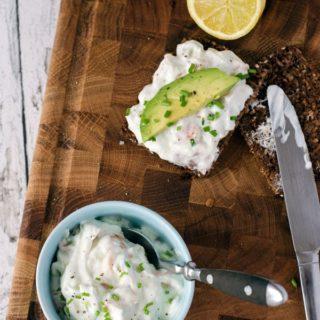 leichter, frischer Quark mit Lachs und Avocado. Schnell und einfach gemacht. Recipe also in english. www.einepriselecker.de