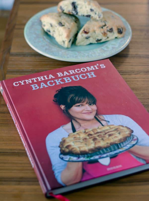 Rezension zum Backbuch von Cynthia Barcomi inklusive Rezept für classic cream scones. www.einepriselecker.de