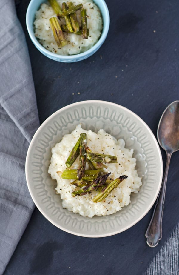 creamy and delicious risotto with ovenbaked asparagus. Cremiges, würziges Risotto mit gebackenem Spargel. www.einepriselecker.de