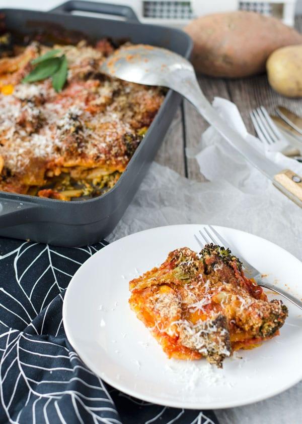 Sweet potato and potato casserole with broccoli// Kartoffelauflauf von zweierlei Kartoffeln mit Brokkoli und fruchtiger Tomatensauce. Recipe also in english!
