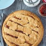 Crostata mit Marmelade von oben fotografiert