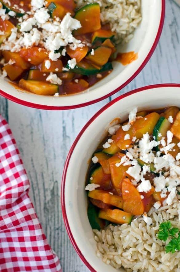 Gemüsepfanne mit Paprika, Chrorizo und Zucchini.