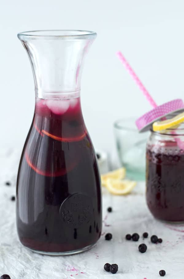 blueberry ice tea with jasmine and lemon. Eistee mit Blaubeeren, Jasmin und Zitrone. Recipe also in english!