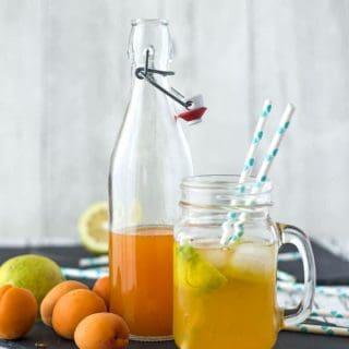 Aprikosenlimo mit selbstgemachtem Aprikosensirup. Fruchtig und erfrischend. Perfekt für warme Sommertage! Recipe also in english!