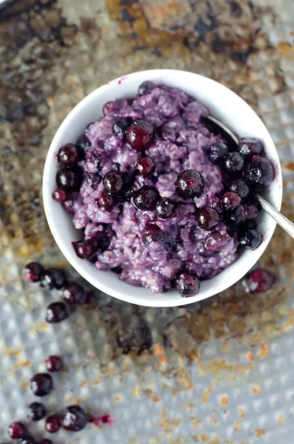 Blueberry-Muffin-Oatmealpudding. Easy to make, low calorie and super quick. Recipe also in english!