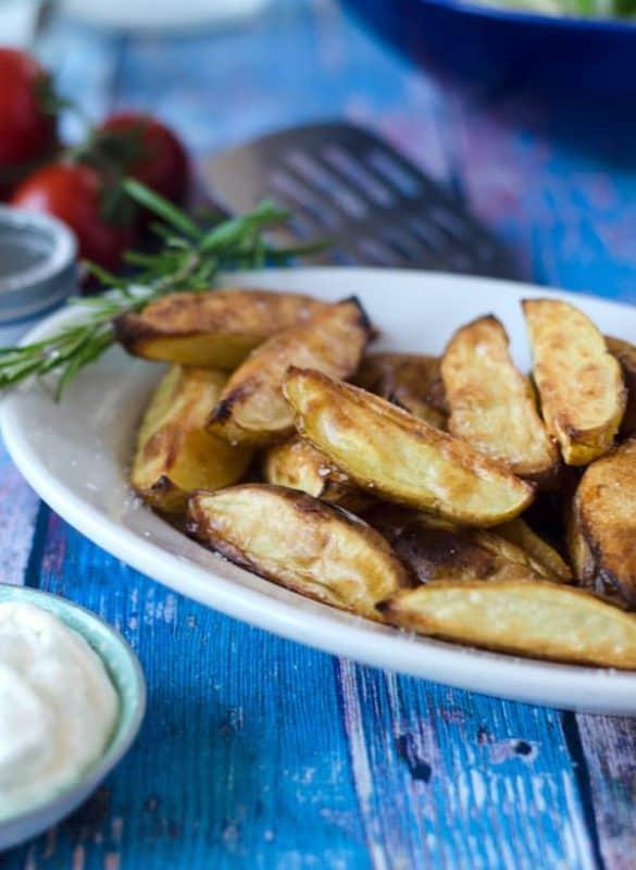 Potato-Wedges aus dem Ofen, außen kross, innen soft. Einfach lecker. Recipe also in english!