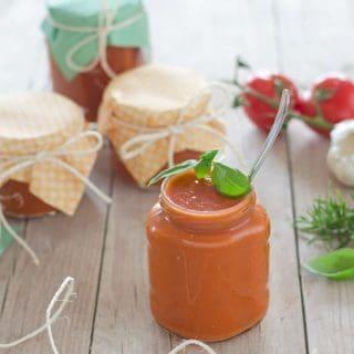 fruchtig, aromatische Tomatensauce. Perfekt als Pizzasauce, als Basis für weitere Saucen, Aufläufe.....Recipe also in english!