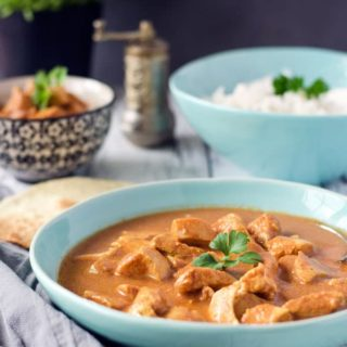 low calorie butter chicken. Easy peasy and super delicious.Recipe also in english!