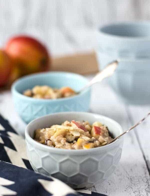 Bratapfel-Oatmeal-Pudding. Schnell, einfach, warm, sättigend, wenig Kalorien. Recipe also in english!