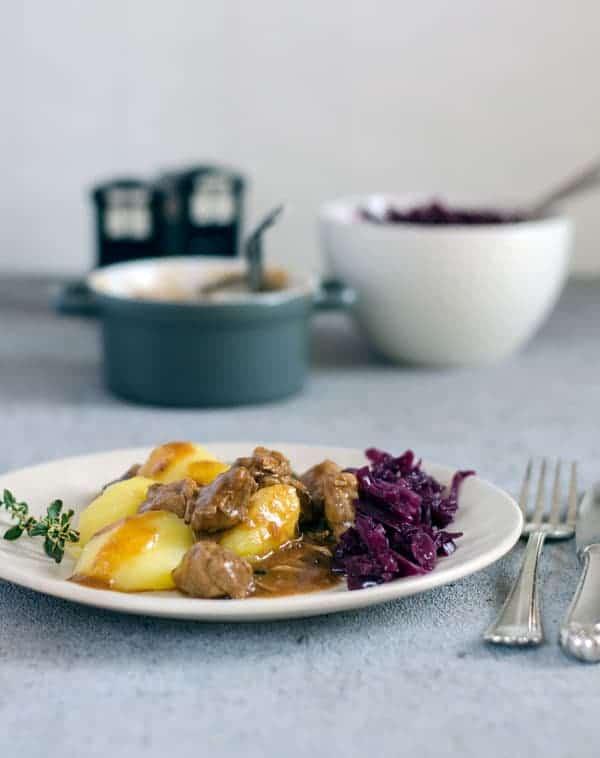 saftiges, zartes Gulasch nach Oma´s Rezept. juicy and tender goulash, northern german style. Recipe also in english!