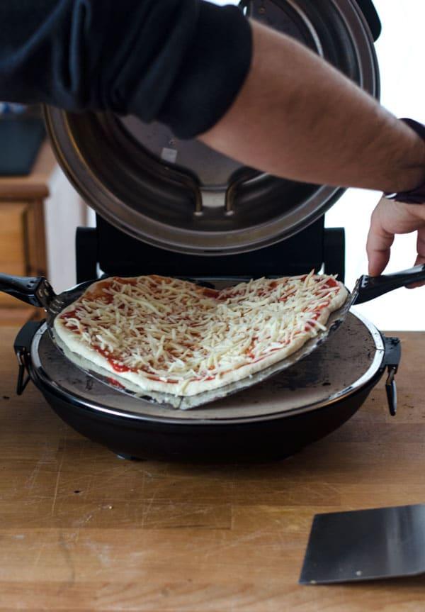 Köstliche fluffig, knusprige Pizza mit Manitoba-Mehl. Easy peasy und super lecker!