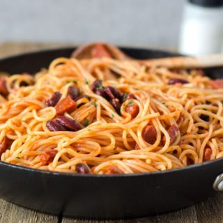 blitzschnelle Spagetti mit Chorizo und Kidney-Bohnen. Würzig, deftig, lecker. Spagetti with chorizo and kidney beans. Recipe also in english!