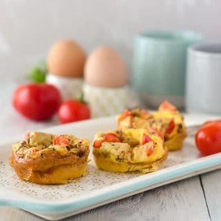 Ei-Muffins mit Paprika und getrockneten Tomaten. Low carb, fettarm und kalorienarm. Dazu einfach gemacht. Rezept auch für den Thermomix. Abnehmen mit dem Thermomix. www.einepriselecker.de