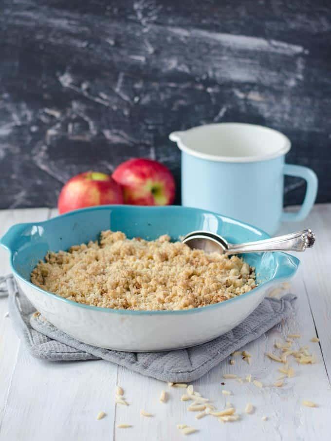 Kalorienarmes Bratapfel-Crumble. Super lecker und eine tolle Alternative zu Kuchen, wenn man abnehmen möchte. www.einepriselecker.de
