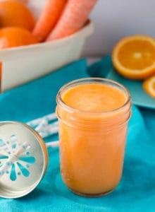 Fruchtig, frisch und gesund. ACE-Smoothie mit Apfel, Karotte und Orangen. Total lecker und einfach gemacht.