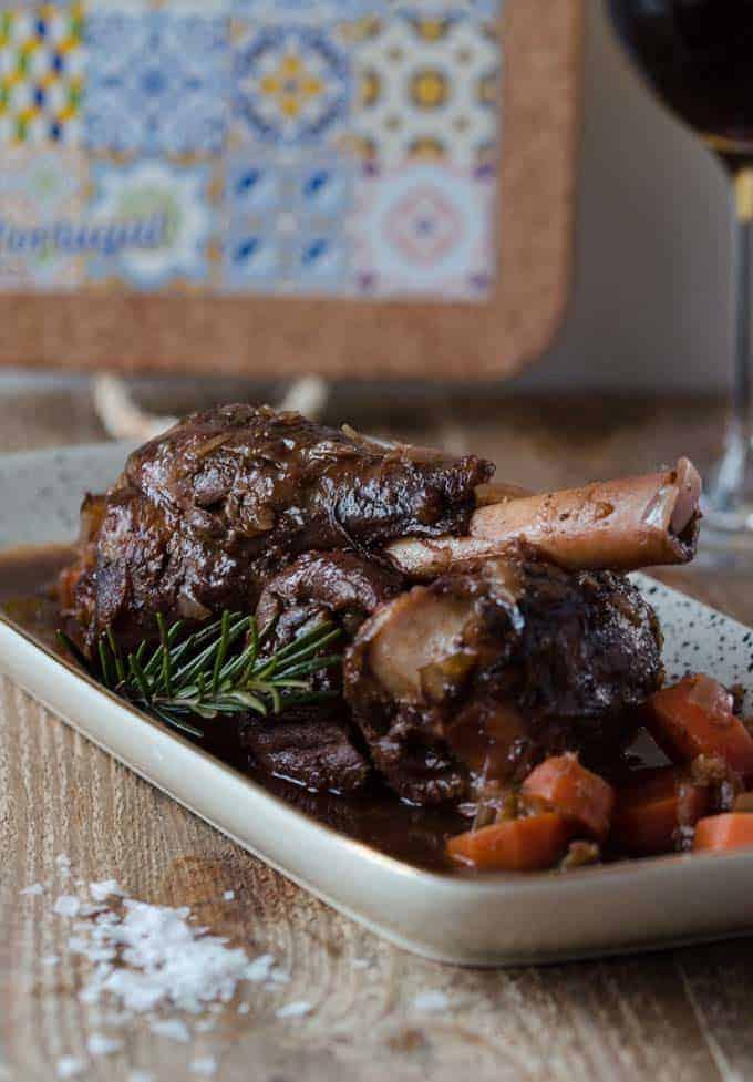 köstliche zarte Lammhaxen, langsam und in Ruhe geschmort. Ganze einfach gemacht und super vorzubereiten.