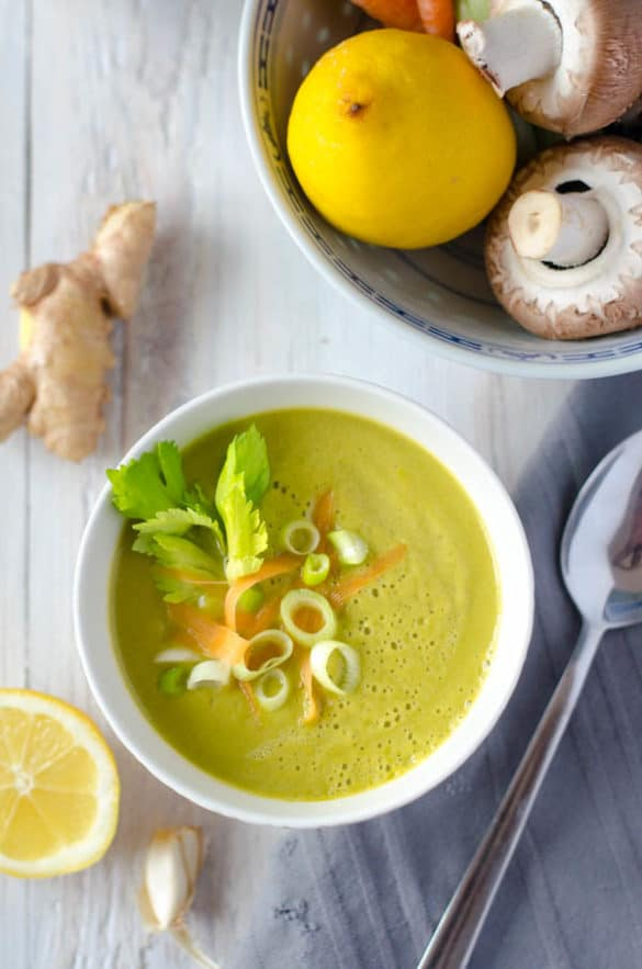 lecker, aromatisch, kalorienarm und gesund. Asiatisch angehauchte Gemüsecremesuppe mit Ingwer. www.einepriselecker.de