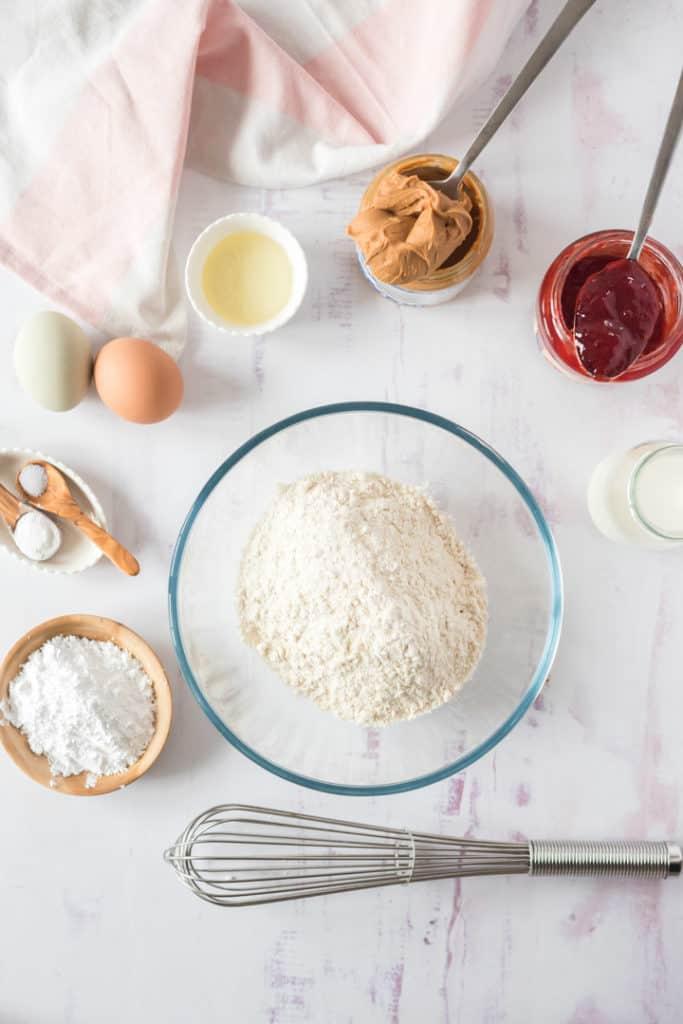 Zutaten für den Ofenpfannkuchen von oben fotografiert