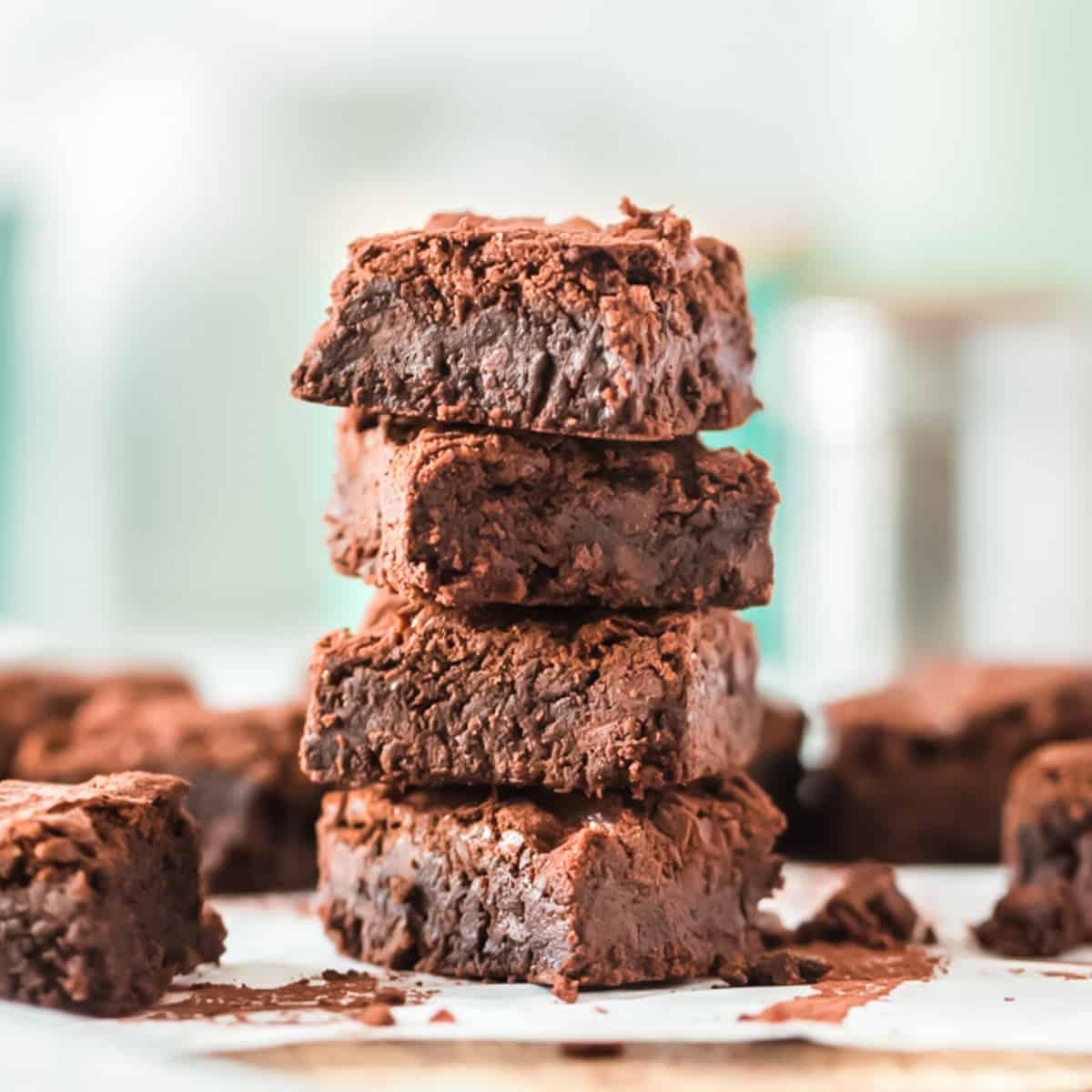Brownies gestapelt auf einem Teller
