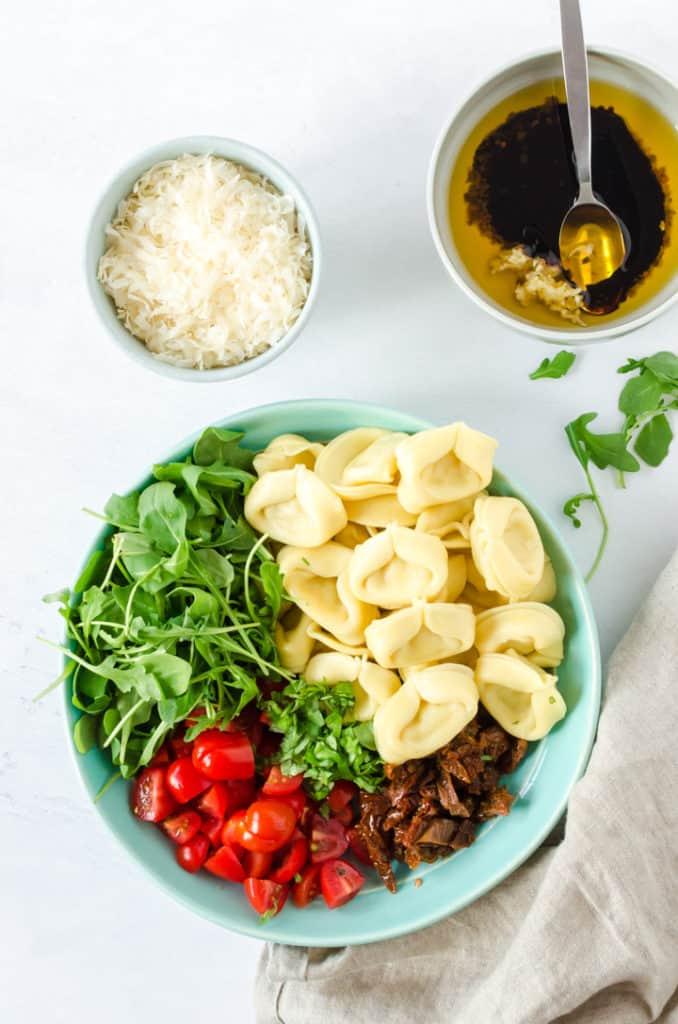 Zubereitungsschritt für den Tortellini-Salat