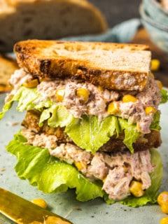 Thunfischsalat auf Brot